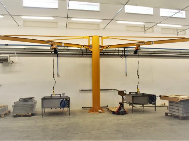 Otočný žeriav dvojramenný, 250kg