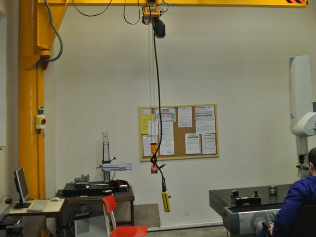 Slewing Jib Pillar Crane, 250kg