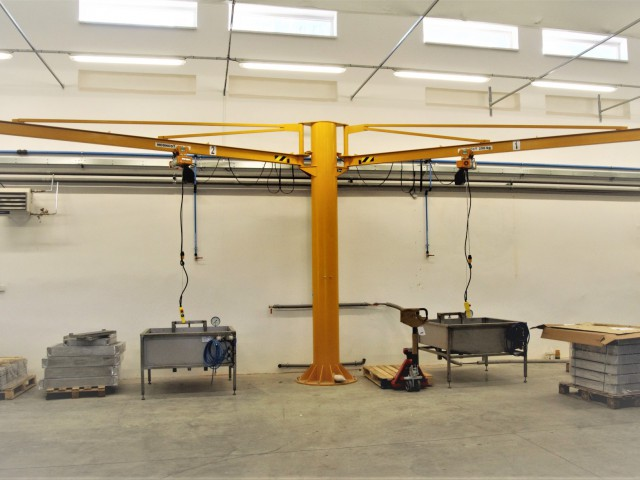 Slewing Crane with 2 Arms, 250kg