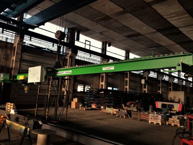 Mostový jeřáb 2,5t v procesu výroby